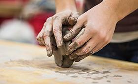 cours de sculpture à Bordeaux modelage mains cours